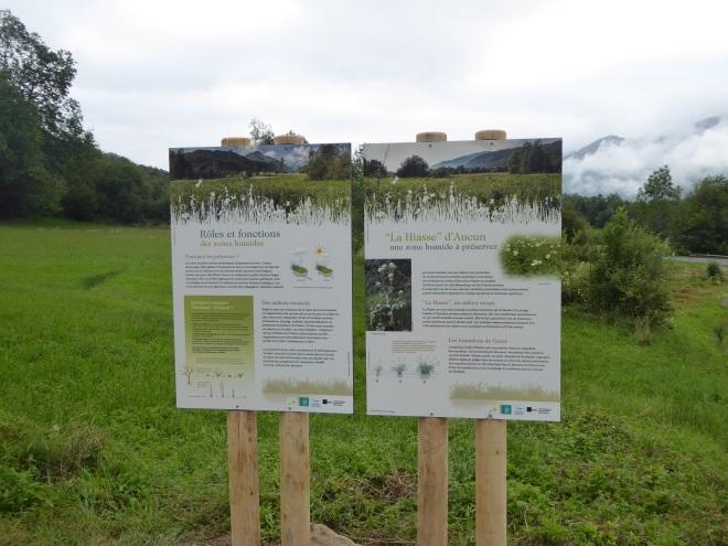 Les panneaux annonçant la zone humide. Ph. M. Hervieu PNP.